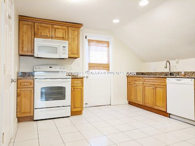 South Boston Spacious and bright Studio located in Andrew Square! Boston - $1,650