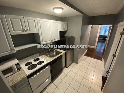 Brookline Beautiful 1 bed with office or could be use as 2 bed Located in Brookline on Longwood ave  Longwood Area - $2,400